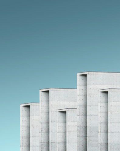 Estruturas externas em concreto dão corpo ao estilo minimalista.