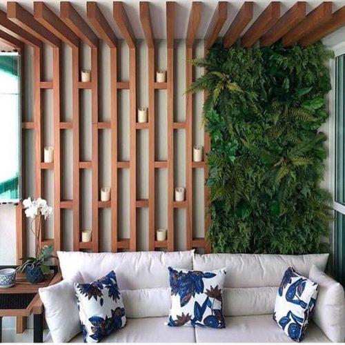 Jardim vertical aplicado em madeira. Foto: Dicas Decor